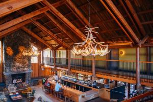 timber-cove-resort-lobby-bar-1024x683